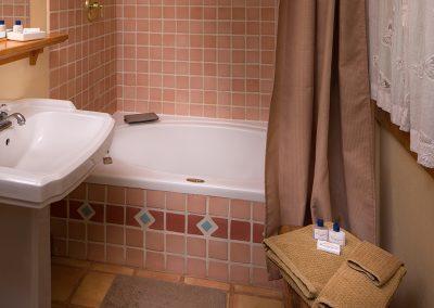 cottageinthewoods-bathroom