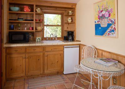cottageinthewoods-kitchen-area