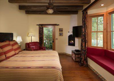 riverhouse-bedroom-one